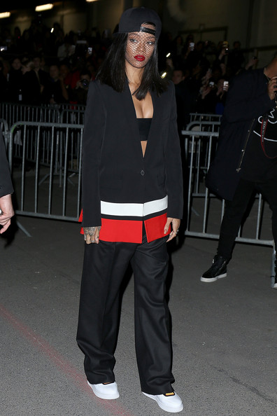Rihanna+Givenchy+Outside+Arrivals+Paris+Fashion+La-1cE7o2P3l